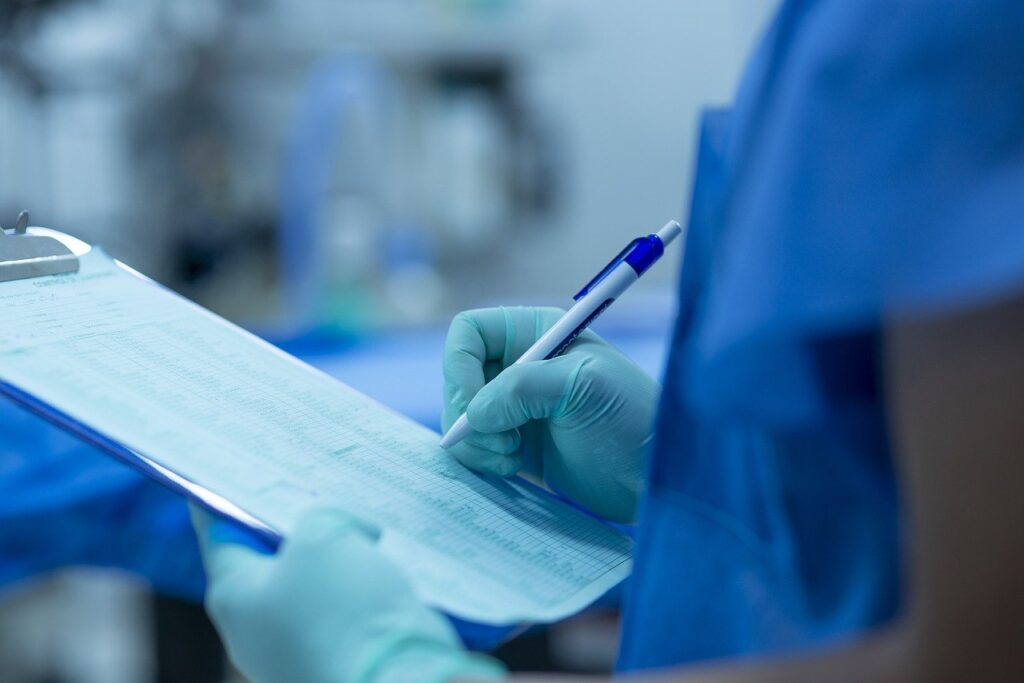 hand, notes of operating room, surgery-4566536.jpg