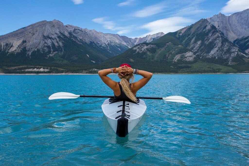 woman, paddle, kayak-1836601.jpg